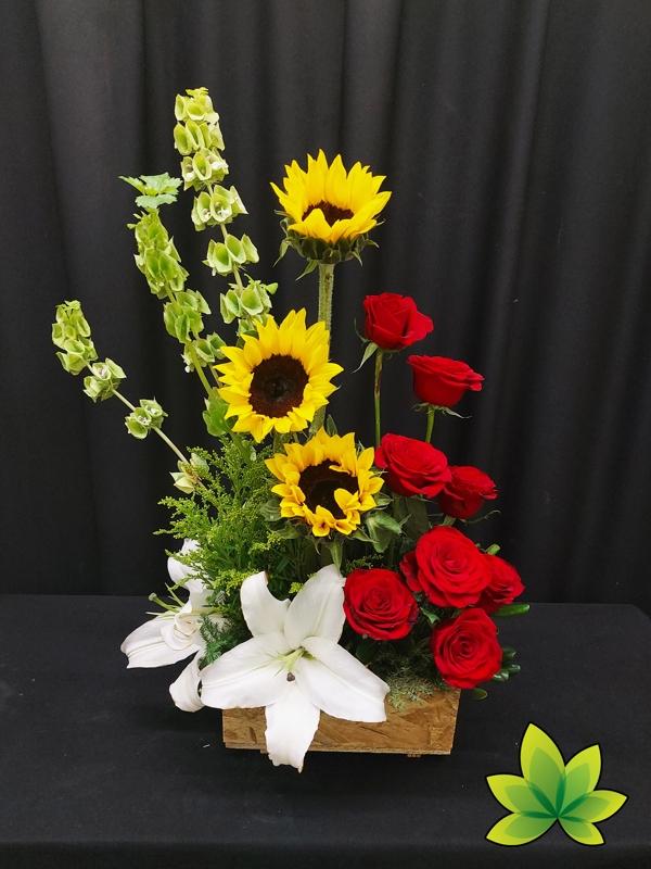 Jardinera de girasoles y rosas
