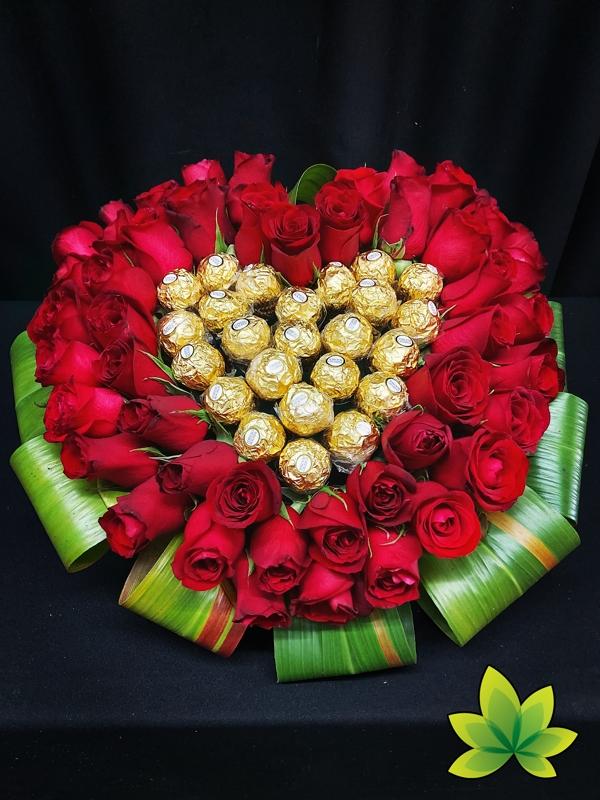 corazon-de-44-rosas-y-chocolates